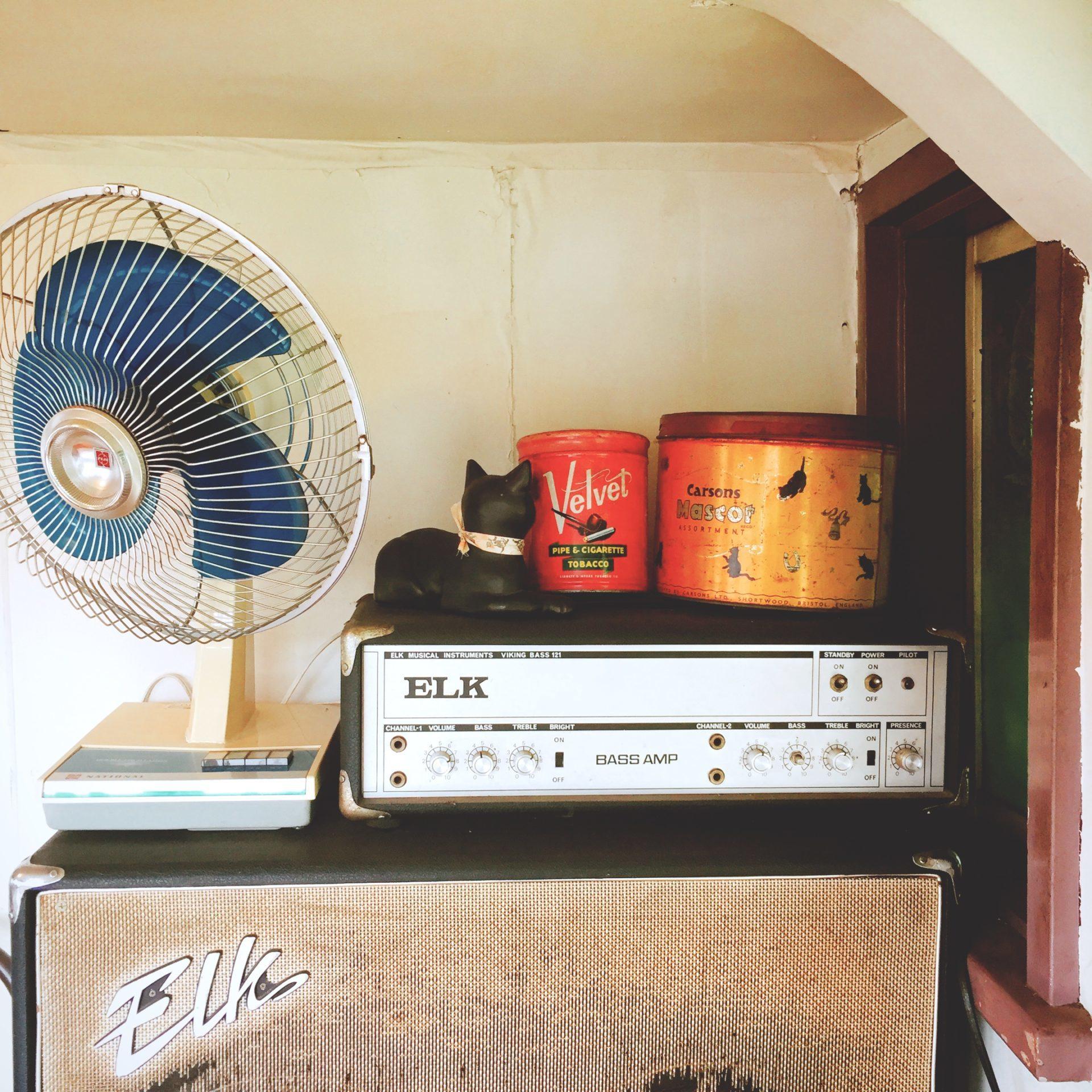 扇風機とベースアンプ