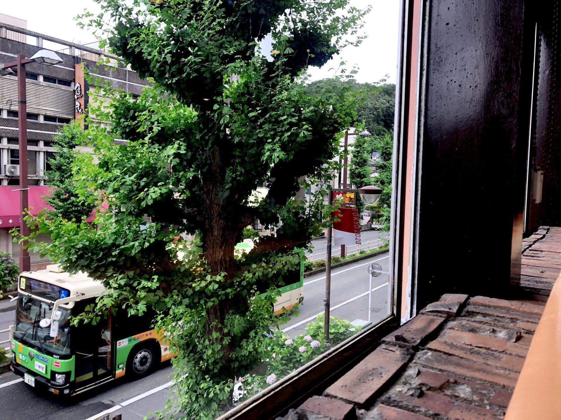バス通りの眺め