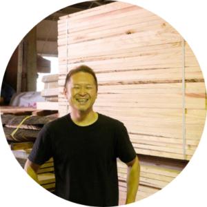 山栄材木店の山崎さん