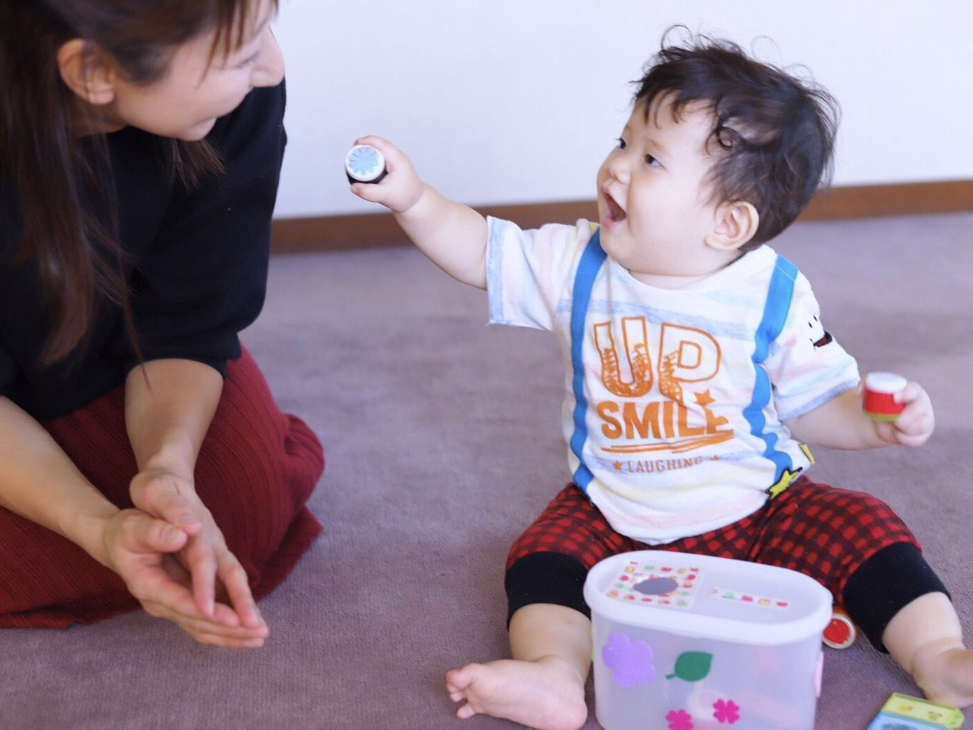 赤ちゃんと遊ぶ