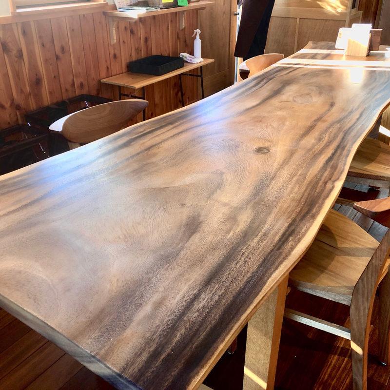 TOKU WORK SHOPの一枚板テーブル