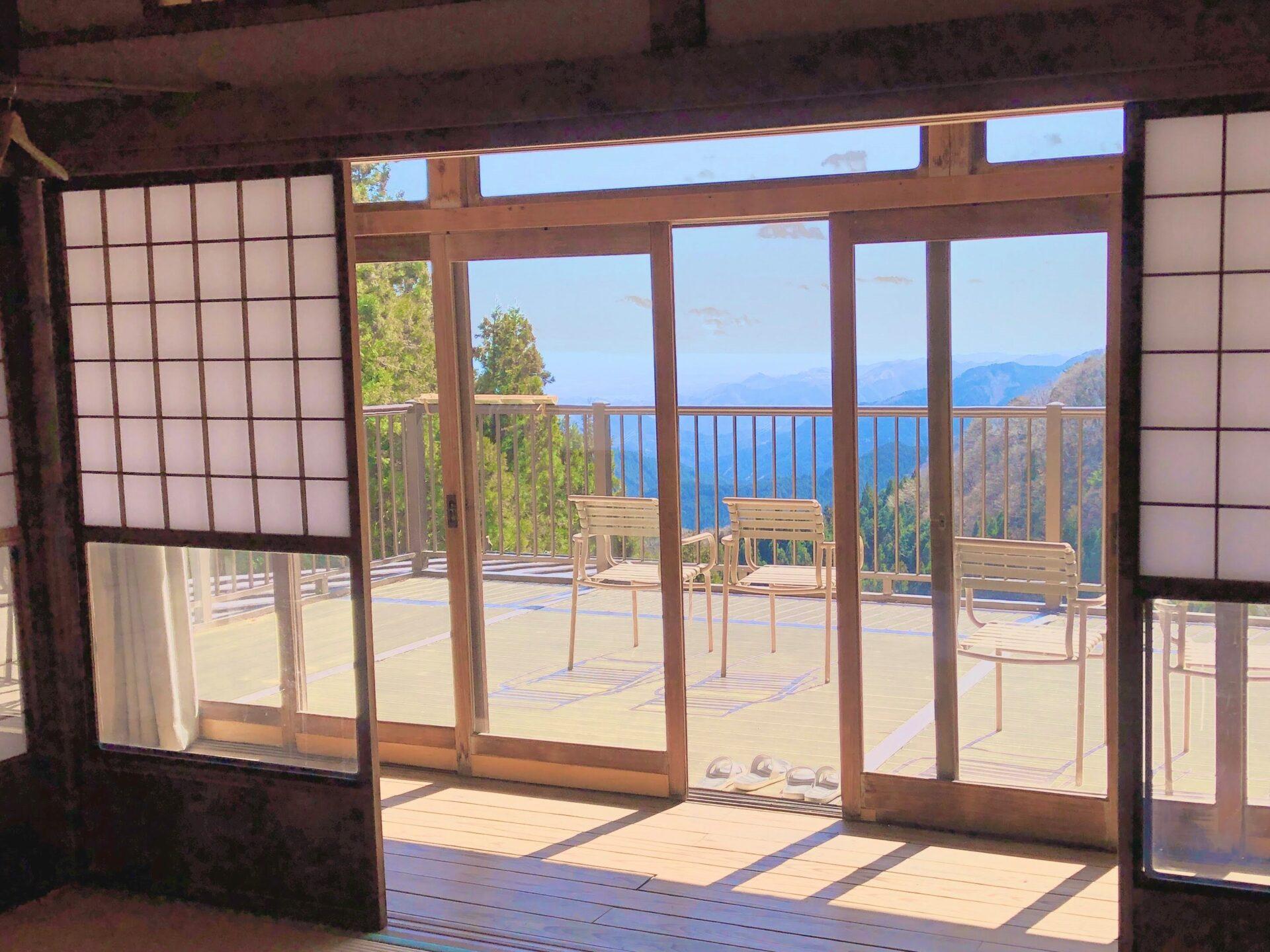 駒鳥山荘のバルコニー