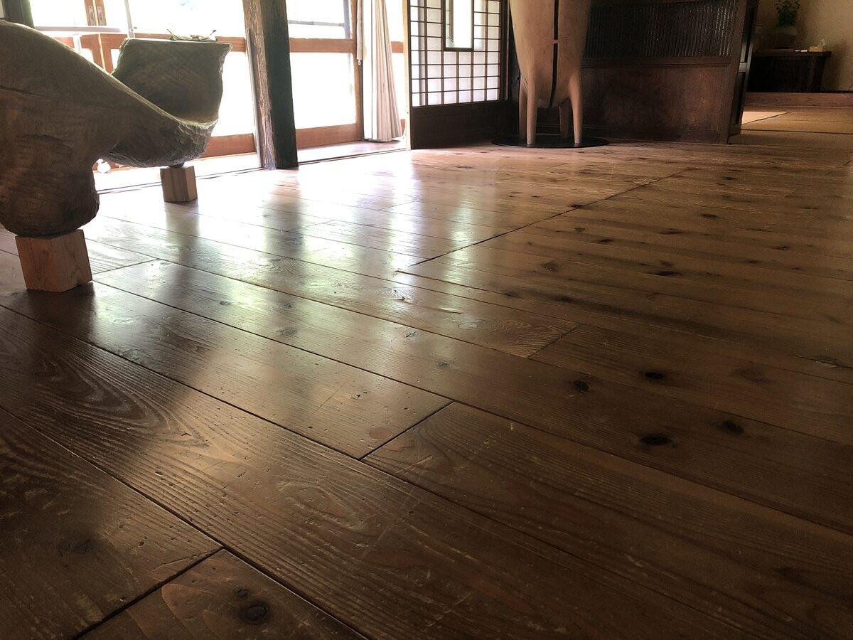 リビングの床板